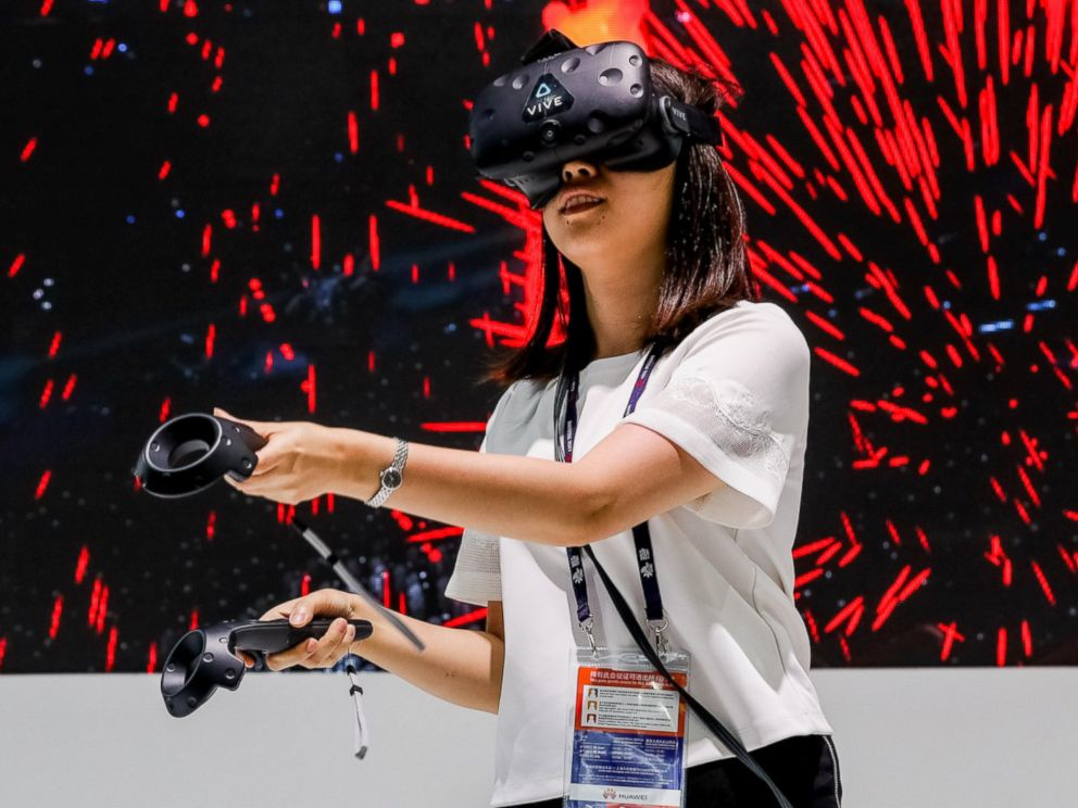 PHOTO: A visitor tries out an HTC VR device during the 2016 Mobile World Congress in Shanghai, China, June 29, 2016.