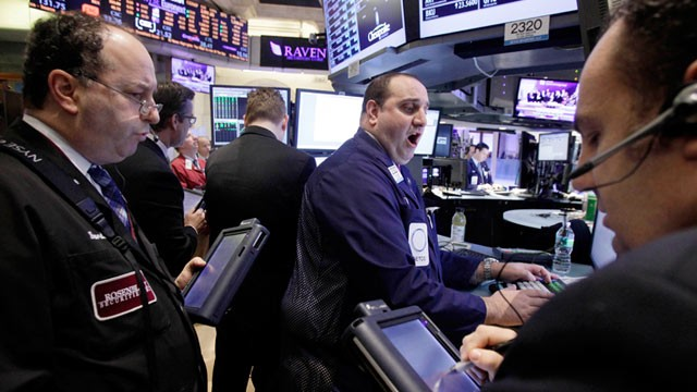 PHOTO: Traders of floor of New York Stock Exchange