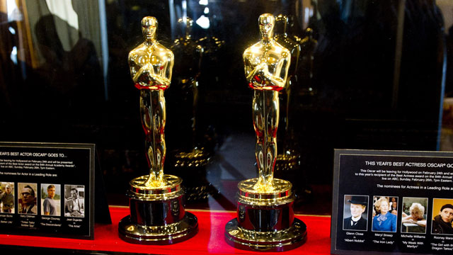 PHOTO: The Oscar statuettes that will be presented to the Best Actor and Best Actress winners at the 84th Academy Awards are displaye