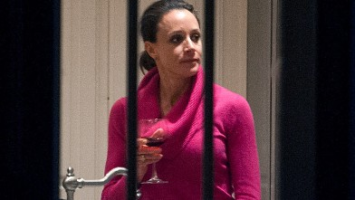 PHOTO: Paula Broadwell holds a drink in the kitchen of her brother's house in Washington, Nov. 13, 2012.