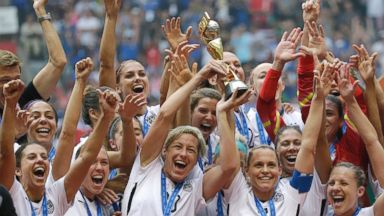 PHOTO: The United States Womens National Team celebrates with the trophy after they beat Japan in the FIFA Womens World Cup soccer championship in Vancouver, Canada, July 5, 2015.