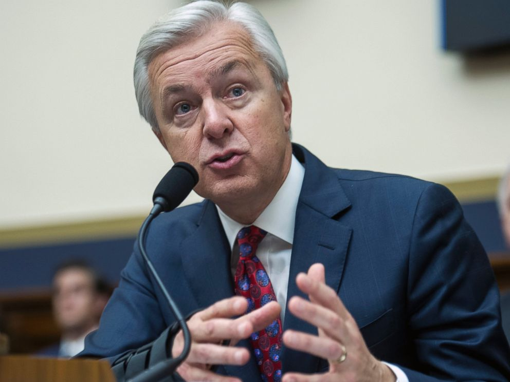 PHOTO: Wells Fargo CEO John Stumpf testifies on Capitol Hill in Washington, Sept. 29, 2016, before the House Financial Services Committee.