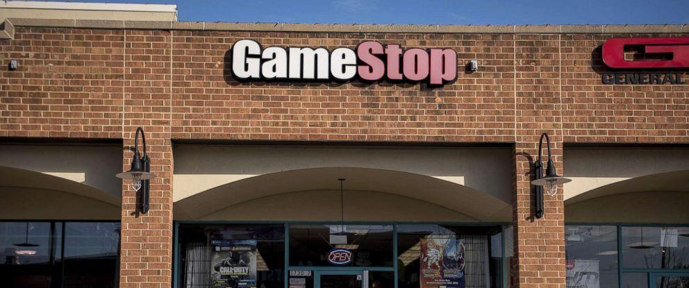 PHOTO: A pedestrian walks past a GameStop Corp. store in Chicago, Nov. 20, 2016.