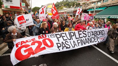 PHOTO: Anti G20 demonstrators protest against tax havens and the G20 summit,on France's border with Monaco, Cap d'Ail, France, Nov. 3, 2011.