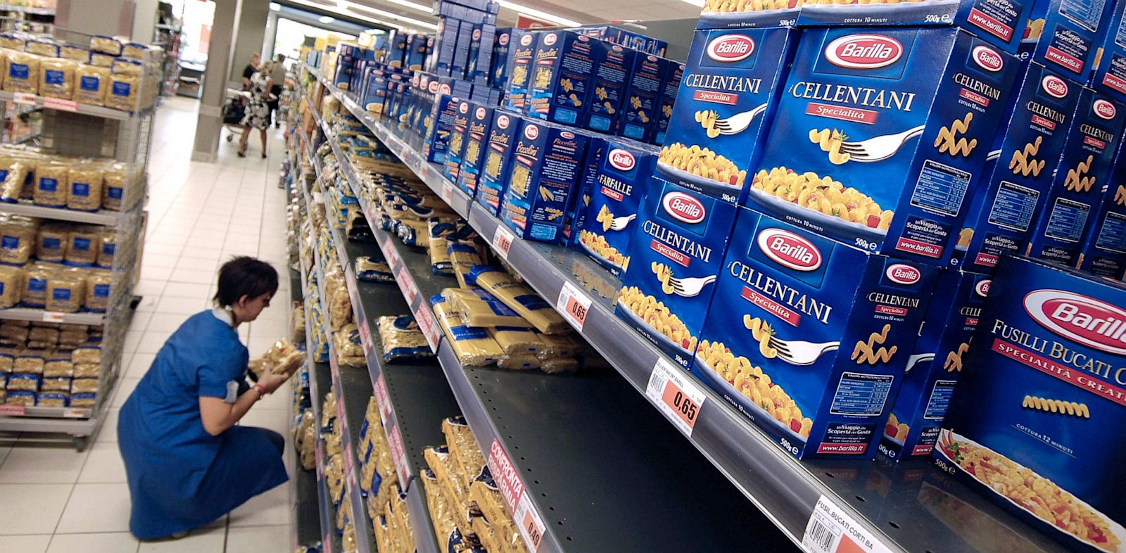 PHOTO: An employee stocks Barilla pasta on supermarket shelves near Milan, Italy, Sept. 13, 2007.