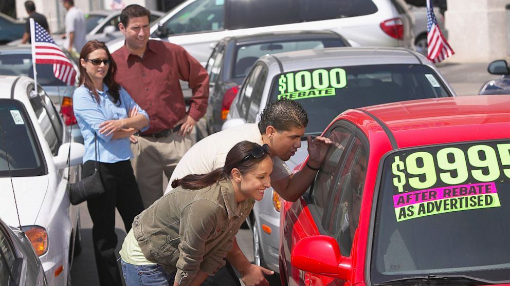 PHOTO: Here are five things to consider when buying or leasing a car.