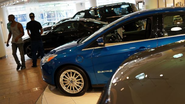 PHOTO: Cars sit on display at a Manhattan car dealership that sells Ford vehicles on July 24, 2013 in New York City.