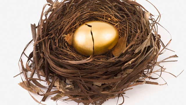 PHOTO: Cracked golden egg