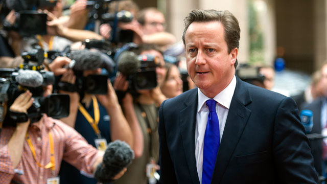 PHOTO: David Cameron, U.K. prime minister, right, arrives for the second day of the European Leaders (EU) summit at the European Council headquarters in Brussels, Belgium, June 29, 2012.