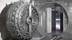 PHOTO: A bank vault door stands open in an undated stock photo.