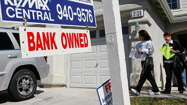 PHOTO: Michaela Shipin, left, of California and RE/MAX Central realtor Mary Kennedy leave a bank-owned house during a tour of foreclosed homes in Las Vegas, Nevada.