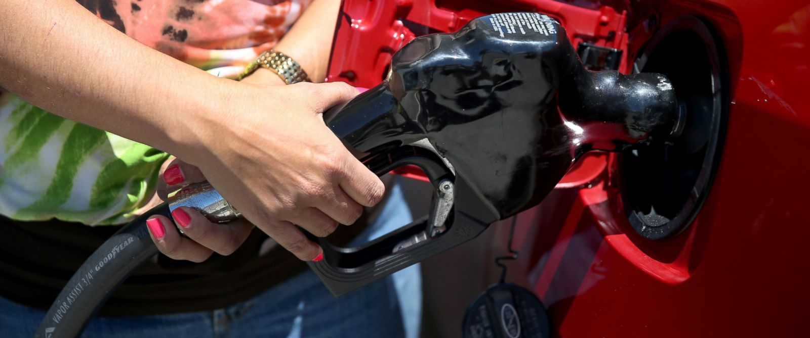 PHOTO: Dora Galeano pumps gas at the Victory gas station on April 21, 2014 in Pembroke Pines, Florida.
