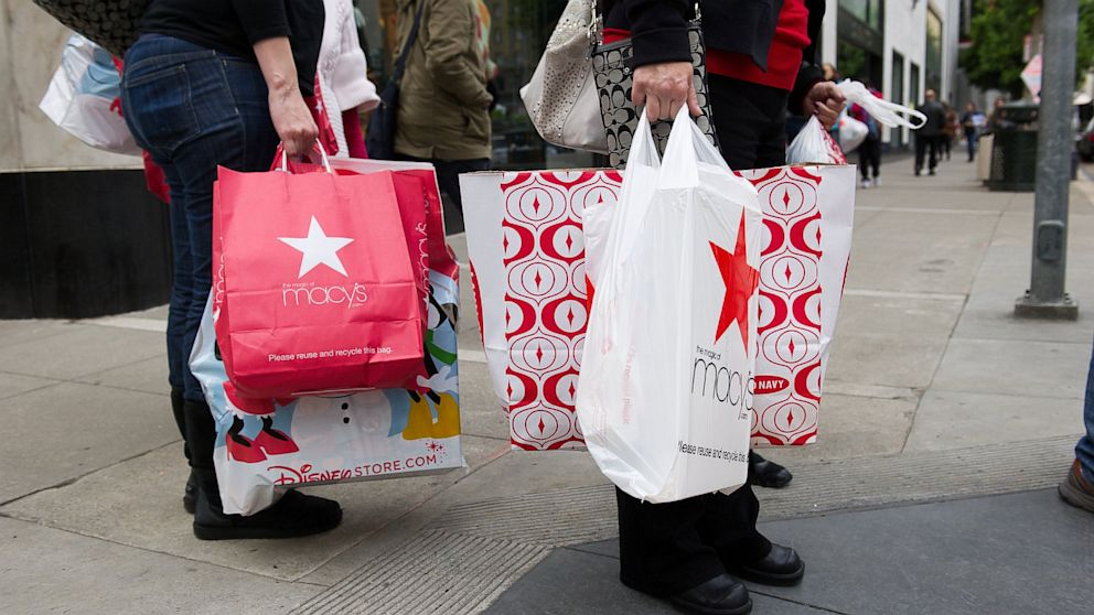PHOTO: Pedestrians carry shopping bags on Black Friday in San Francisco, California, U.S