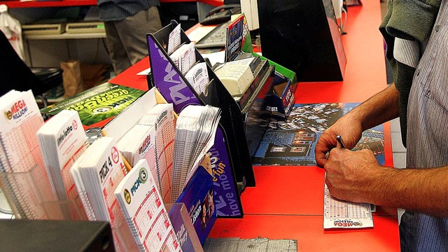 PHOTO: An Illinois lottery player picks numbers at a gas station in Russell, Ill., in this file photo.