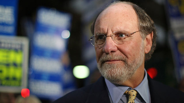 PHOTO: Jon Corzine at the Path train station, Nov. 2, 2009 in Hoboken, New Jersey.