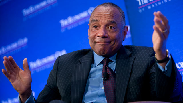 "PHOTO: Kenneth ""Ken"" Chenault, chairman and chief executive officer of American Express Co., speaks during an Economic Club of Washington luncheon in Washington, D.C., U.S., on April 15, 2013."