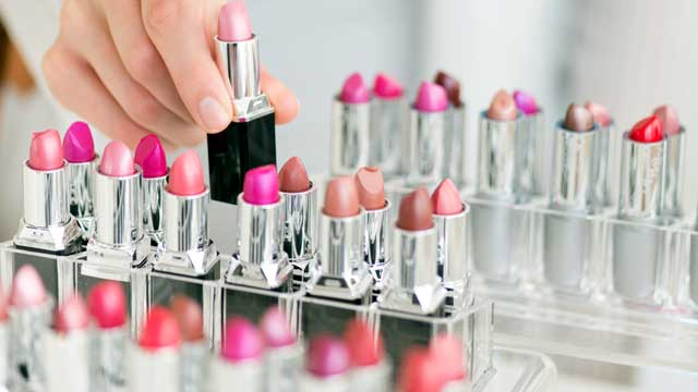 PHOTO: Researchers say evolution drives the Lipstick Effect during recessions.