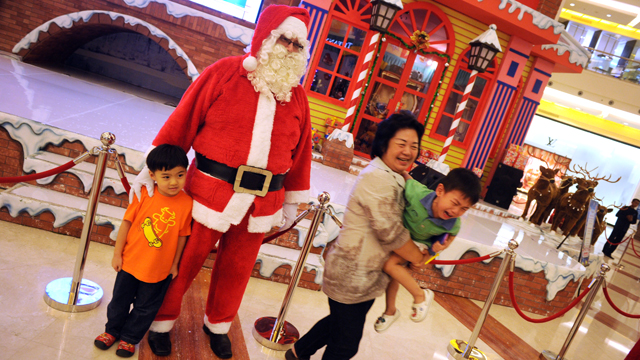PHOTO: A job as a department store Santa can pay from $50 to $100 an hour.