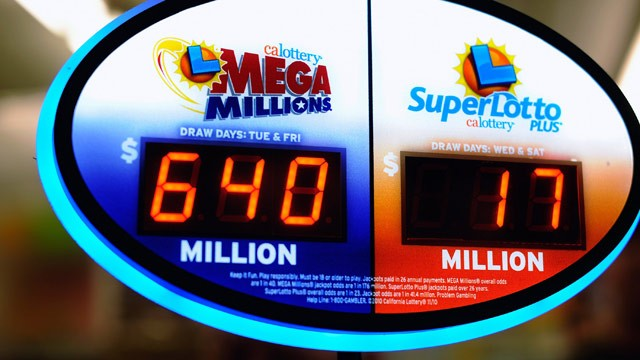 PHOTO: A sign displays of the $640 Mega Millions jackpot at Liquorland on March 30, 2012 in Covina, California.