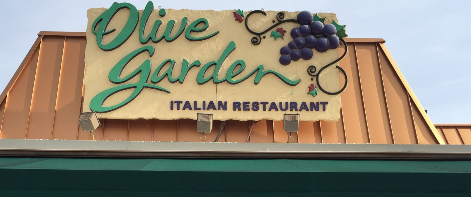 How brands like olive garden are pinching pennies in unexpected ways abc news for Who owns olive garden
