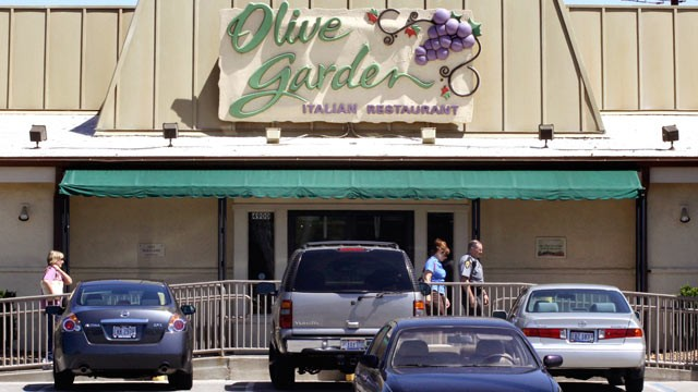 PHOTO: An Olive Garden restaurant sits in Cincinnati, Ohio, in this June 23, 2009 file photo.
