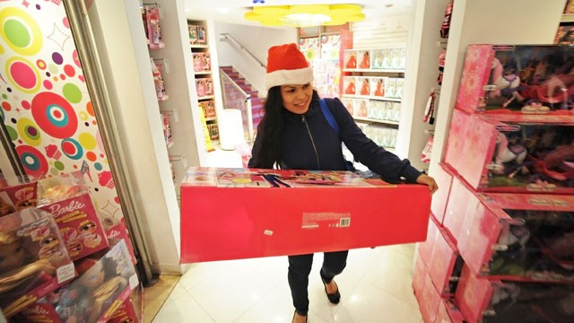 "PHOTO: A shopper carries a large box at a Toys ""R"" Us store in New York City, Nov. 22, 2012."
