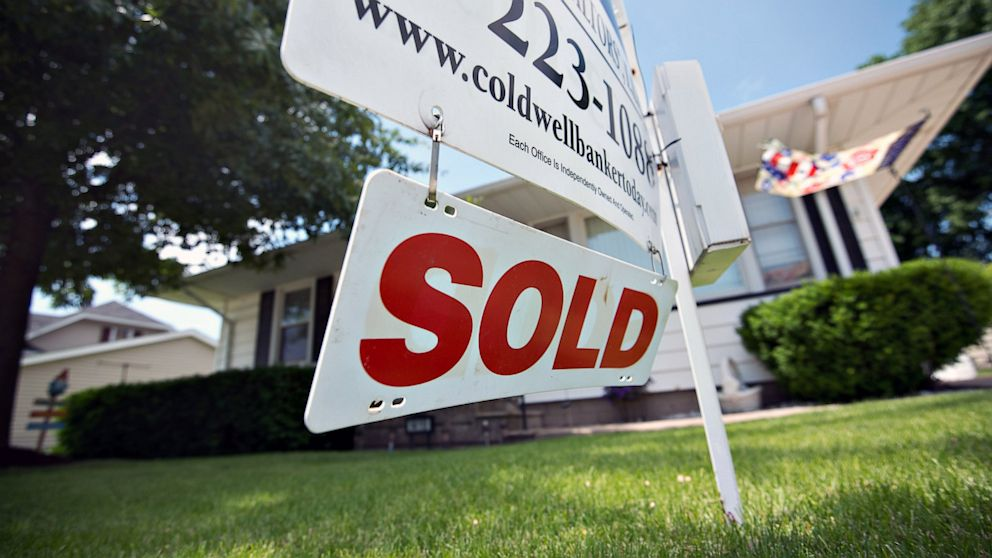 PHOTO: Sold sign in front of home