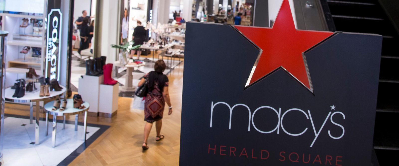 PHOTO: A shopper walks though a Macys department store in New York, Aug. 10, 2015.