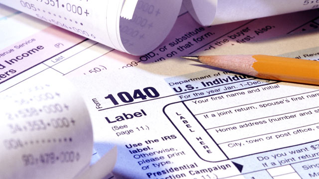 PHOTO: The IRS announces it plans to open the 2013 filing season and begin processing individual income tax returns on Jan. 30.