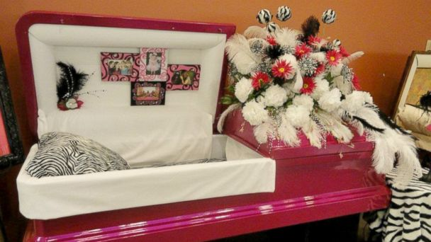 "PHOTO: Til We Meet Again, a company specializing in caskets and urns, has outlets in malls in Texas, Louisiana, Indiana, and Kansas.  This is a ""diva"" themed casket."