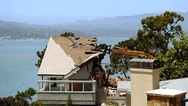 PHOTO: A house at 333 Belvedere Ave. is demolished in Belvedere, Calif., June 19, 2012.