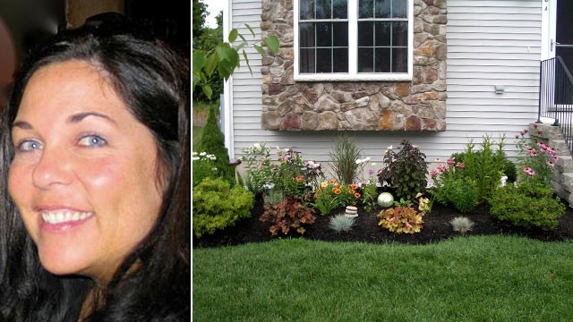 PHOTO: Kimberly Bois condominium association in Portsmouth, N.H. is suing to force her to remove the flowers she planted in her front yard.