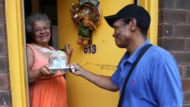 PHOTO: The Union Settlement Association provides services to East Harlem in New York City, including Meals on Wheels to homebound clients.