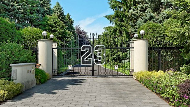 PHOTO: Michael Jordan?s custom Chicago estate.
