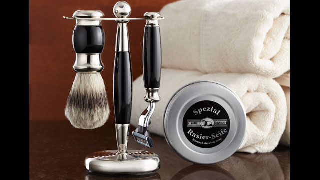 PHOTO: The Sharper Image shaving kit is a great $100 range gift for Father Day.