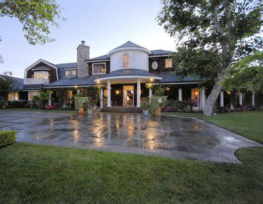 Jessica Simpson buys Sharon Osbourne's Old House
