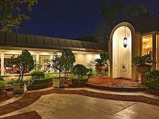 Photos: Elvis' Former Home on Sale for $13M