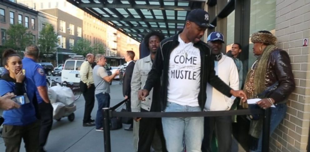 PHOTO: Robert Samuel, shown here (center) waiting in line at an Apple store in New York City for the new iPhone, has made a business out of being a professional line waiter.