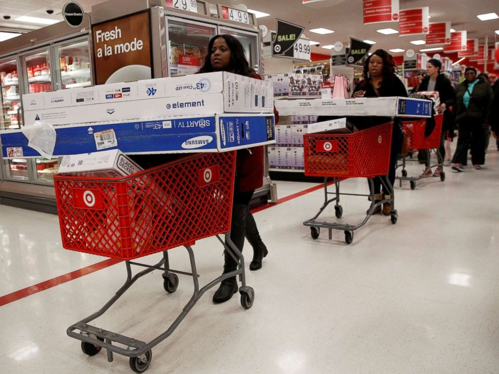 PHOTO: Shoppers take advantage of Black Friday sales at a Target store in Brooklyn New York, Nov. 25, 2016.