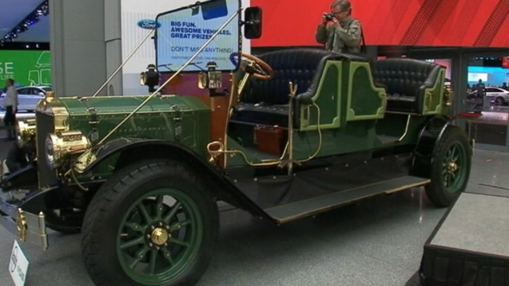Old Timey Car to Replace NYC Horse Carriages Shown