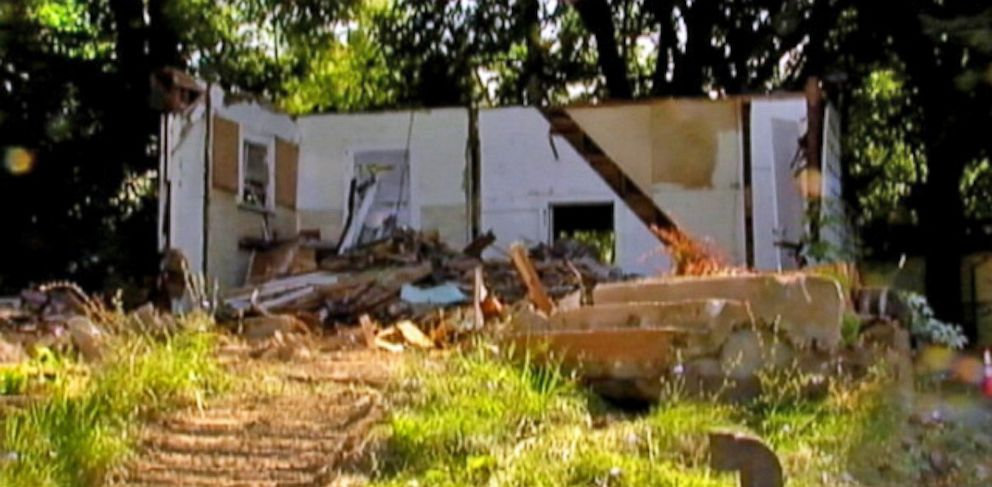 PHOTO: Police in Pontiac, Mich., say a homeowners plan caused crews to take down the wrong house.