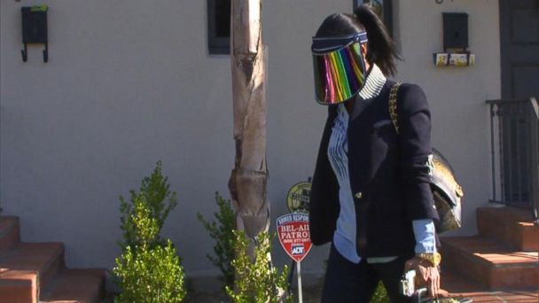 VIDEO: Donald Sterlings Girlfriend Leaves Home with Face Covered