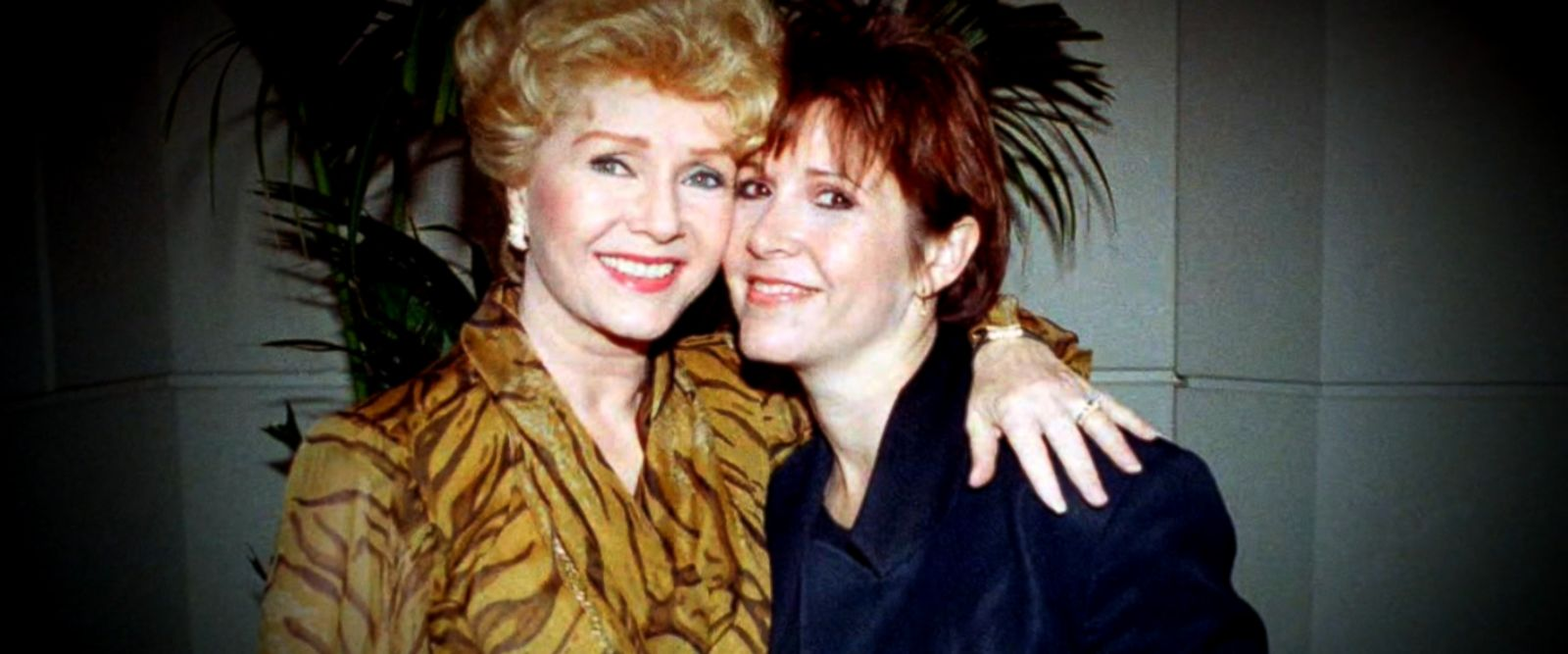 VIDEO: Fans of Carrie Fisher and her mother, Debbie Reynolds, were able to pay their final respects at a public memorial held Saturday.