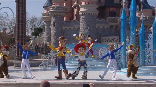 VIDEO: Disneyland Paris 25th Anniversary - Mickey Presents 'Happy Anniversary Disneyland Paris'