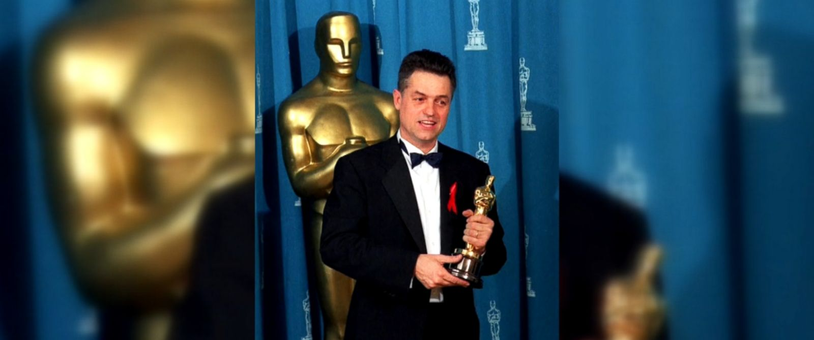 "VIDEO: Oscar-winning director Jonathan Demme, best known for iconic films including ""Silence of the Lambs"" and ""Philadelphia,"" has died from complications from esophageal cancer, ABC News confirms."