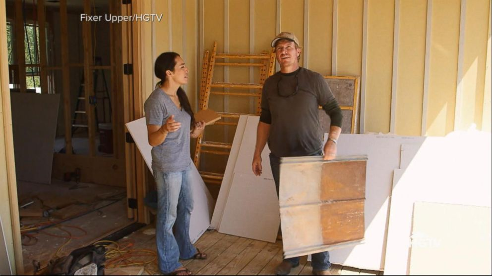 39 fixer upper 39 is ending after season 5 video abc news. Black Bedroom Furniture Sets. Home Design Ideas