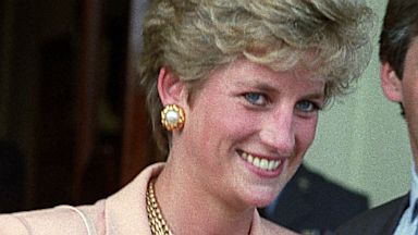 PHOTO: Princess Diana arrives at Wimbledon Tennis Mens Final, July 4, 1993, in London.
