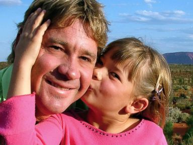 PHOTO: Steve Irwin poses with his daughter Bindi Irwin October 2, 2006 in Uluru, Australia.