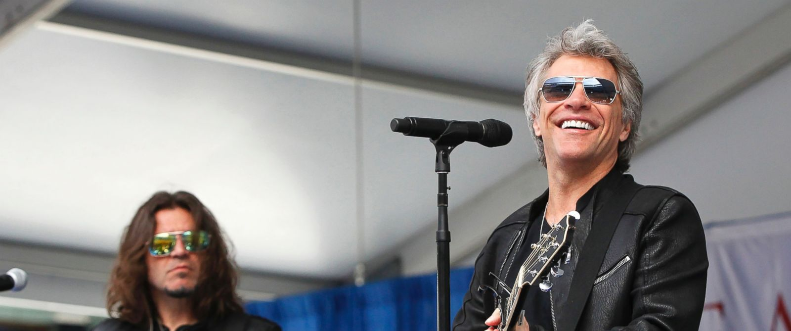 """PHOTO: Jon Bon Jovi surprised 2,600 students at Fairleigh Dickinson Universitys commencement ceremony with a performance of his song, """"Reunion"""" at MetLife Stadium in New Jersey, May 16, 2017."""