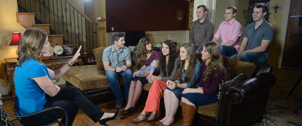 "PHOTO: Paula Faris from ""Good Morning America"" talks to members of the controversial Duggar family of ""19 Kids and Counting"" from their Arkansas home, who will be returning to television with a new reality show on TLC."